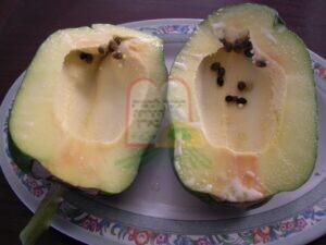 זרעים הנמצאים בתוך הפרי והם אינם סימן לנגיעות