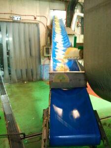 כניסה של התוצרת לתוך מכונת ההקפאה