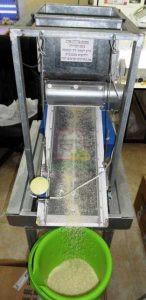 מתקן זעיר לסינון אורז בכמויות קטנות