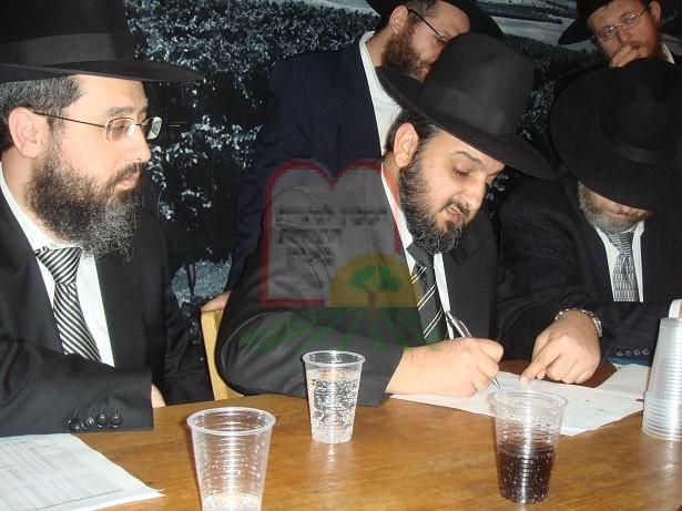 חתימה על הסכם עם לוי ביקב