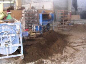 תהליך הכנת הקומפוסט במפעל מודרני בסין [הפיכה במכונות]